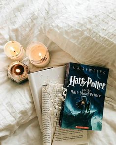 The book under it isn't harry potter. harry potter things in Deco Harry Potter, Harry Potter Facts, Harry Potter Books, Harry Potter Fandom, Harry Potter World, Harry Potter Hogwarts, Feeds Instagram, Photo Instagram, Harry Potter Aesthetic