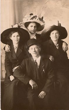 An absolutely lovely quartet of Edwardian era siblings from Monarch, Montana. #portrait #Edwardian #family #siblings #1900s #1910s #vintage #hats