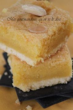 carrés aux amandes - need to translate but looks amazing! Italian Soup Recipes, Raw Food Recipes, Sweet Recipes, Cake Recipes, Snack Recipes, Dessert Recipes, Snacks, Desserts With Biscuits, No Cook Desserts