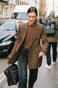 Ways to Style an Oversized Blazer Oversized Blazer / street style fashion / fashion week Looks Street Style, Looks Style, Style Me, Parisian Street Style, Look Fashion, Winter Fashion, Womens Fashion, Fashion Trends, Fashion Mode
