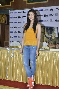 Alia Bhatt at Highway Movie DVD launch *** College Outfits, Outfits For Teens, Cute Outfits, Indian Actress Photos, Indian Actresses, Shirt And Jeans Women, Shivangi Joshi Instagram, Aalia Bhatt, Alia Bhatt Cute