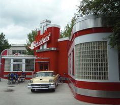 Who's thinking Spring and Dollywood?