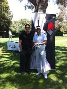 How Oscar De La Hoya cleans his golf balls... http://www.kickstarter.com/projects/1929126560/rulefourteen-visibrush-golf-towel-clean-club-bette