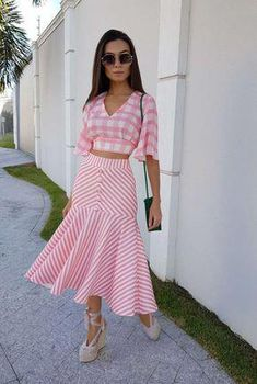 42 Bottom Outfits To Update You Wardrobe - Luxe Fashion New Trends Skirt Outfits, Dress Skirt, Modest Fashion, Fashion Dresses, Look Star, Trend Fashion, Elegant Outfit, Traditional Outfits, Designer Dresses