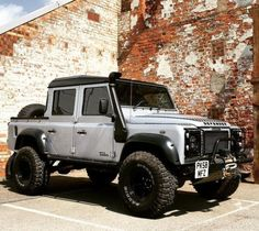Land Rover Defender 130 DCP-the corner of males.