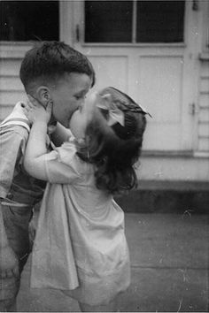 Funny Vintage Photos of the First Kisses Ever (12)