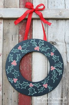 Diy changeable chalkboard wreath!  Sooo cute & adaptable to any season, occasion, or space!