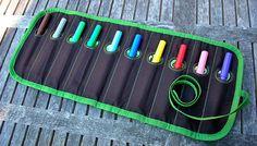 Pennenrol.  Gratis patroon en beschrijving:  http://eloleo.blogspot.com/2011/12/handleiding-rrrond.html
