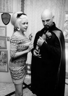 During the actress Jayne Mansfield met Satanist Anton LaVey. They are pictured at Mansfield's Pink Palace in Los Angeles. The Satanic Bible, Satanic Art, Jayne Mansfield, Zeena Lavey, Dark Side, Laveyan Satanism, Satanic Rituals, Dangerous Minds, Demonology