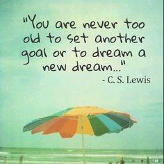 """Don't ever stop dreaming and most important don't ever give up. Work hard, stay focus and always move forward!  Happy Monday! ------ """"Nunca eres lo suficiente mayor para trasarte una nueva meta o soñar con un nuevo sueño"""" Nunca te rindas y siempre sigue adelante, atras ni para tomar impulso. Feliz lunes"""
