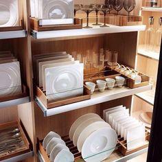 Uns sonham com closets outros com louceiros bem projetados . Adorei esse projeto super funcional !! #casaorganizada #comoorganizar #organizeassim #louceiro #boasideias