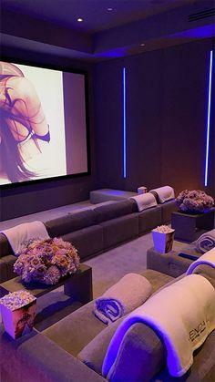 Home Theater Room Design, Home Cinema Room, Home Theater Rooms, Salas Home Theater, At Home Movie Theater, Dream Home Design, My Dream Home, Casa Kylie Jenner, Kylie Jenner New House