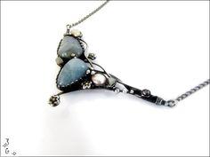 Náhrdelník+-+akvamarín+Náhrdelník+je+vyrobený+z+cínu+s+příměsí+stříbra+(+cín+neobsahuje+olovo),+drátku,+tromlovaného+akvamarínu+a+perel.+Náhrdelník+je+patinovaný+a+následně+očištěný+specielním+antioxidačním+olejem.+Velikost+šperku+je+11x5cm.+Šperk+je+zavěšen+na+řetízek+s+bižuterním+zapínáním.+Dle+přání+mohu+řetízek+vyměnit+za+kůži.+Náhrdelník+je...