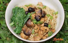 Daripada jajan mie ayam di luar, mendingan coba bikin sendiri di rumah dengan resep mudah ini! Bahan kaldu: