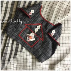 Stunning white color plaid saree and black color designer blouse. Blouse with floral and house design hand embroidery work. Blouse Back Neck Designs, Cotton Saree Blouse Designs, Patch Work Blouse Designs, Hand Work Blouse Design, Simple Blouse Designs, Stylish Blouse Design, Neckline Designs, Simple Sarees, Designer Blouse Patterns