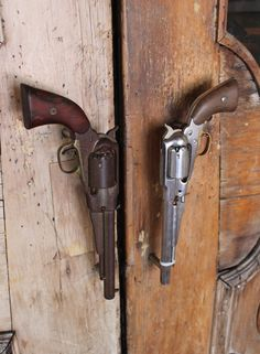 Well now, if I had a reason for downright cool western decor . - Home Decor Cool Stuff, Country Decor, Rustic Decor, Rustic Design, Door Knobs And Knockers, Plans Architecture, Western Homes, Rustic Homes, Gun Rooms