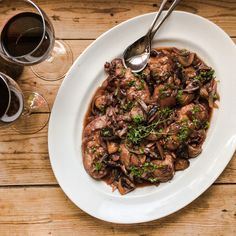 This weeks featured recipe for Outlander, S2E4 is Coq au Vin for the Comte St. Germain. Delicious chicken, mushrooms and onions stewed in red wine.