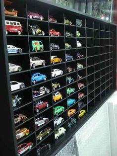 Estante Miniaturas Hot Wheels 100 Nichos Modelo Black Hot Wheels Storage, Toy Car Storage, Hot Wheels Display, Toy Display, Display Shelves, Display Case, Custom Hot Wheels, Hot Wheels Cars, Matchbox Car Storage