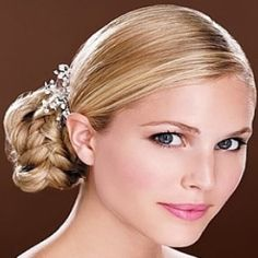 GLAMOROUS UPDOS HAIRSTYLES FOR PROM