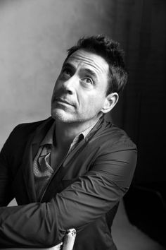 8692898992a083367c7776980c9ad443--roses-are-red-robert-downey-jr.jpg