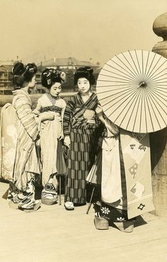 """Geiko and Maiko on a Sunny Day 1910s by Blue Ruin1, via Flickr- """"A Geiko (Geisha) and three Maiko (Apprentice Geisha) leaning on the railings of a bridge. A postcard from the late 1910s or early 1920s."""""""