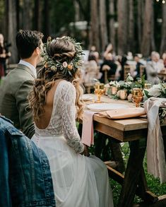 "2,684 curtidas, 43 comentários - Engaged Life (@engagedlife) no Instagram: ""Happy Friday!!!! Loving this bride's flower crown and jean jacket Photo. @lukeandmallory Dress.…"""