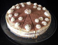 Lemon #curd #cheesecake met #karamel en #chocolade-#slagroom en geraspte chocolade. Tiramisu, Cheesecake, Snacks, Ethnic Recipes, Desserts, Food, Tailgate Desserts, Appetizers, Deserts