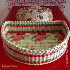 Поделка изделие Плетение Хлебница и печенюшница плетёная из бумажной лозы Трубочки бумажные фото 2 Art N Craft, Weaving Projects, Paper Basket, Some Ideas, Basket Weaving, Wicker, Decorative Boxes, Projects To Try, Baskets