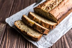 This healthy banana bread recipe uses wholemeal flour and honey, but can easily be made vegan. This health banana bread is the ideal meal prep idea for healthy snacks through out the week. Health Banana Bread, Low Calorie Banana Bread, Sugar Free Banana Bread, Easy Banana Bread, Banana Bread Recipes, Almond Recipes, Muffin Recipes, Yummy Recipes, Cake Recipes