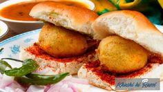 Most Unhealthy Indian Breakfast Items That You Eat. Not everybody in India break their fast with healthy food. There are a lot of unhealthy Indian breakfast items Vada Pav Recipe, Sabzi Recipe, Mumbai Street Food, Indian Street Food, Indian Breakfast, Breakfast Items, Breakfast Recipes, Indian Snacks, Indian Food Recipes