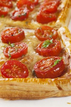 Flaky Tomato and Mozzarella Tart - my children love making (& eating) these with ham & basil too. I buy ready rolled puff pastry to make it easier & quicker. You can use toppings combinations! Tart Recipes, Appetizer Recipes, Cooking Recipes, Appetizers, Quiches, Tomato Pie, Tomato Tart Puff Pastry, Puff Pastry Pizza, Tomato Tart Recipe