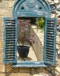 Really pretty garden mirror, very Mediterranean