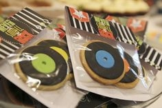 Record Theme - record cookies in cute packaging make great favours. Grease Themed Parties, 50s Theme Parties, Party Themes, 80s Theme, Party Ideas, Rock Star Theme, Rock Star Party, No Bake Sugar Cookies, Rolled Sugar Cookies