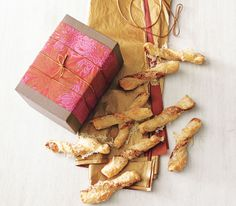 Manchego Twists, might be an easy and good snack for Christmas goodie bags! :)