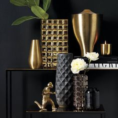 4 Knowing Clever Tips: Tall Vases Calla Lilies modern vases plant.What To Put In A Tall Vases simple vases floating candles. Black And Gold Living Room, Vase Noir, Gold Vases, White Vases, Blue Vases, Decoration Design, Elegant Homes, Vases Decor, Decorating With Vases
