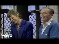 Bing Crosby, David Bowie - The Little Drummer Boy / Peace On Earth - YouTube
