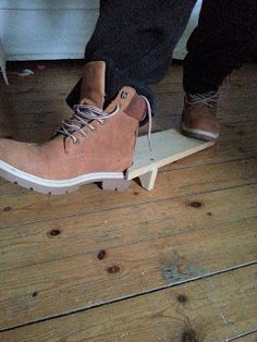 Oslo´s Blog: Damals war alles besser ... #Schuhauszieher #Stiefelknecht #DIY #Handmade #Upcycling Oslo, Timberland Boots, Handmade, Shoes, Fashion, Repurpose, Remember This, Moda, Hand Made