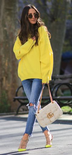 #preppy #fashion /  Yellow Oversized Sweater // Destroyed Skinny Jeans // Yellow Studded Pumps