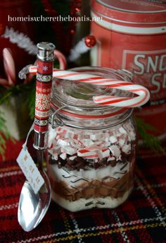 DIY Peppermint Hot Chocolate Mason Jar Gift Idea