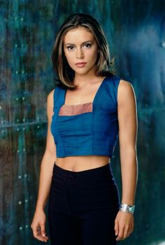Alyssa Milano as Phoebe Halliwell in CHARMED TV Series - dvdbash. Alyssa Milano as Phoeb Alyssa Milano Hair, Alyssa Milano Charmed, Alyssa Milano Young, Serie Charmed, Charmed Tv Show, Phoebe Charmed, Holly Marie Combs, Rose Mcgowan, Beautiful Celebrities