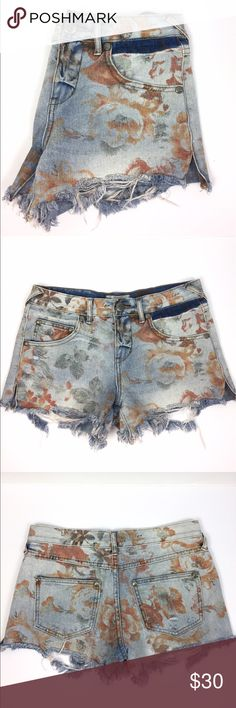 """Free People Floral Dolphin Cut Denim Jeans 25 Free People 100% cotton denim dolphin cut shorts with floral pattern. 9"""" low rise, 3"""" inseam, 30"""" waist. Frayed hem. If you've. ever tried them, FP bottoms tend to run a bit big. A06050 Free People Shorts Jean Shorts"""