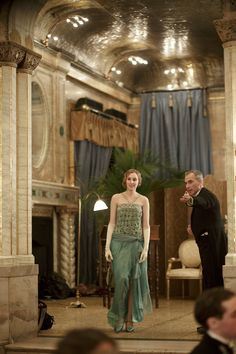 Laura Carmichael as Lady Edith Crawley in Downton Abbey (TV Series, Edith Crawley, Laura Carmichael, Julian Fellowes, Downton Abbey Fashion, Peacock Dress, Lady Mary, Mode Chic, Stunning Dresses, Gorgeous Dress