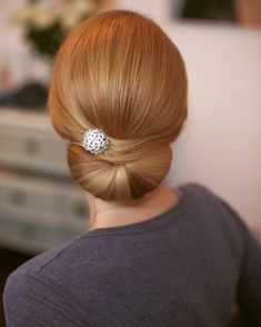 Beautiful bridal hair inspiration by the KTeam's Kasia Fortuna and her student Daniela Maselli. Elegant Hairstyles, Bride Hairstyles, Hairstyles Haircuts, Cool Hairstyles, Modern Bob Haircut, Mother Of The Bride Hair, Elegant Bun, Bridal Hair Inspiration, Prom Hair