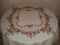 Cross Stitch Designs, Cross Stitch Patterns, Crochet Tablecloth, Table Linens, Needlepoint, Projects To Try, Lily, Embroidery, Crossstitch