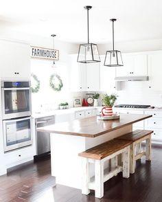 Salt Farm Christmas Home Tour Black Kitchens, Luxury Kitchens, Home Kitchens, Kitchen Redo, Kitchen Remodel, Kitchen Dining, Kitchen Island, Ideas Hogar, Minimalist Kitchen