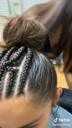How to style the box braids? Tucked in a low or high ponytail, in a tight or blurry bun, or in a semi-tail, the box braids can be styled in many different ways. Sporty Hairstyles, Baddie Hairstyles, Braided Hairstyles, Cool Hairstyles, Volleyball Hairstyles, Tight Braids, Braids For Long Hair, Hair A, Her Hair
