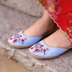 Beautiful punjabi shoes for the modern women Are you interested in fashion jutti Read information on . Bohemian Shoes, Indian Shoes, Bridal Sandals, Floral Flats, Stylish Sandals, Denim Shoes, Patiala, Pretty Shoes, Blue Shoes