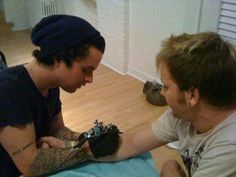 billie tattooing? *swoons* #greenday