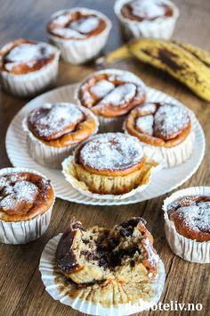 Sunnere bananmuffins med peanøttsmør og sjokoladebiter | Det søte liv Nom Nom, Muffins, Cupcake, Breakfast, Food, Morning Coffee, Muffin, Cupcakes, Essen