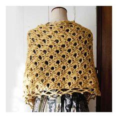 気分は春!でもまだ寒い~ そんな季節のSpring Wrapです。 Back Style です。↓  使った糸は Red Heart / Soft  少しツヤのある素材感、かぎ編みで春らしさアップです。 ショールピンの代わりに使っているのは ... Crochet Scarves, Crochet Top, Blog, Tops, Women, Fashion, Moda, Fashion Styles, Blogging